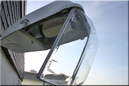 odenwald-werbetechnik-lampenkopf-wechsel-umruestung-auf-LED_lampe-offen